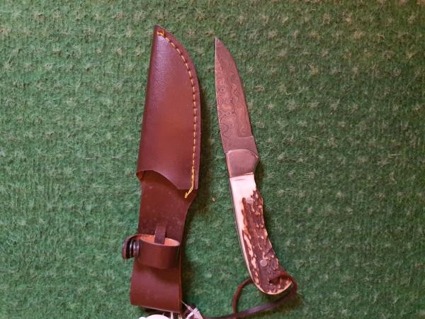 Jagdmesser mit breiter klinge